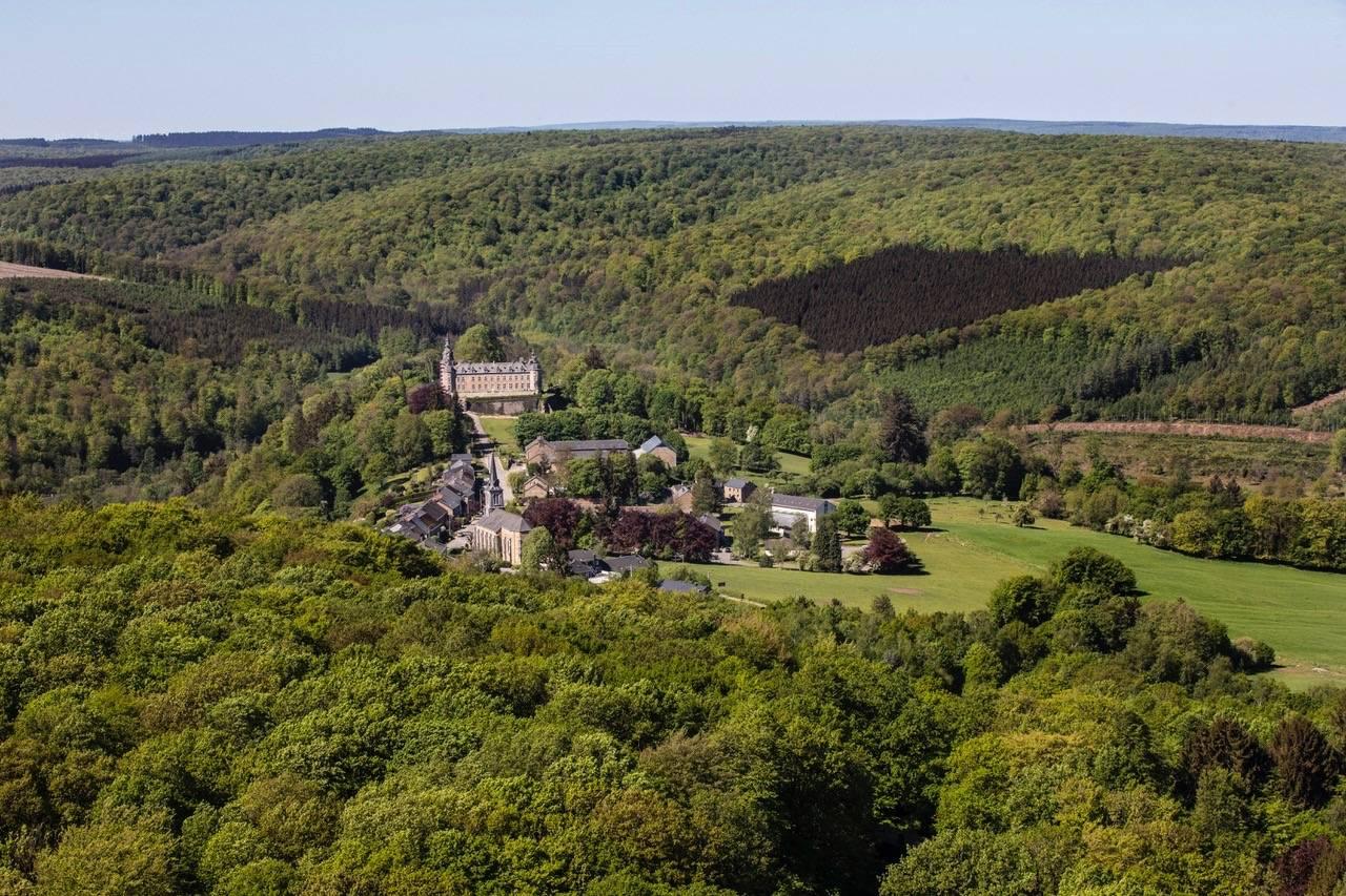 Château de Mirwart_met dorp_Tom_d'haenens