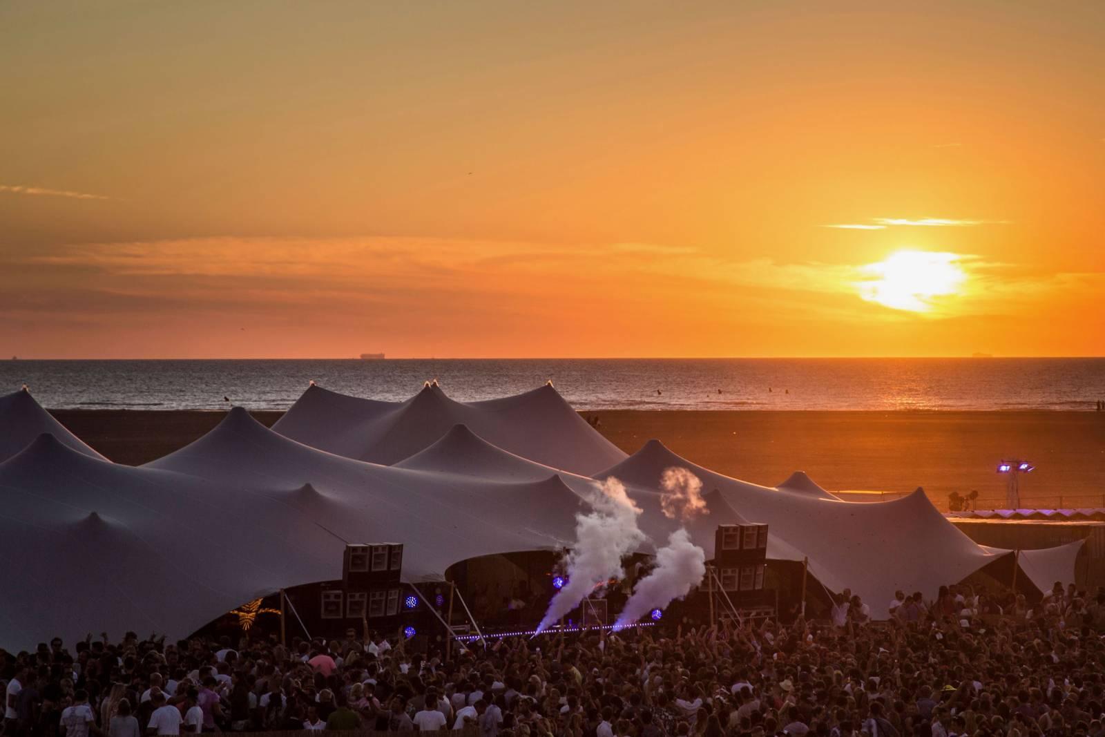 Organic-Concepts - Tenten - Feesttenten - Verhuur Tenten - Stretch - Silver Cloud Tent 1000m2 - House of Events - 1