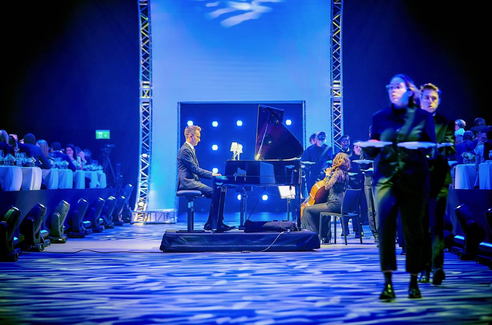 Sven Van den Wyngaert - Live Muziek - House of Events - 13